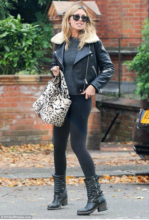Abbey Clancy anfibi militari